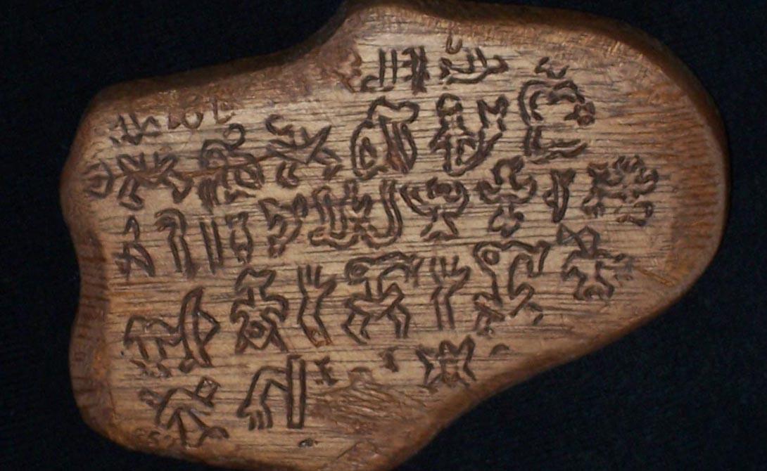Ронгоронго Остров Пасхи, на котором обнаружены загадочные монументы, содержит и еще одну загадку — набор глифов Ронгоронго. Над расшифровкой древних символов бились ученые многих стран, но все без малейшего результата.