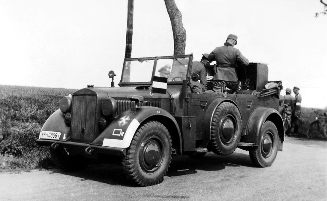 Horch 901 type 40 Германия Еще один немецкий внедорожник, ставший настоящим хитом на полях сражений. «Хорьх» отличала высокая максимальная скорость (машина могла разогнаться до 90 км/ч) и повышенный запас хода: два топливных бака обеспечивали целых 400 километров езды. Однако, был у него и свой, весьма существенный минус — Horch 901 получился довольно «нежным» и часто требовал серьезного технического обслуживания.