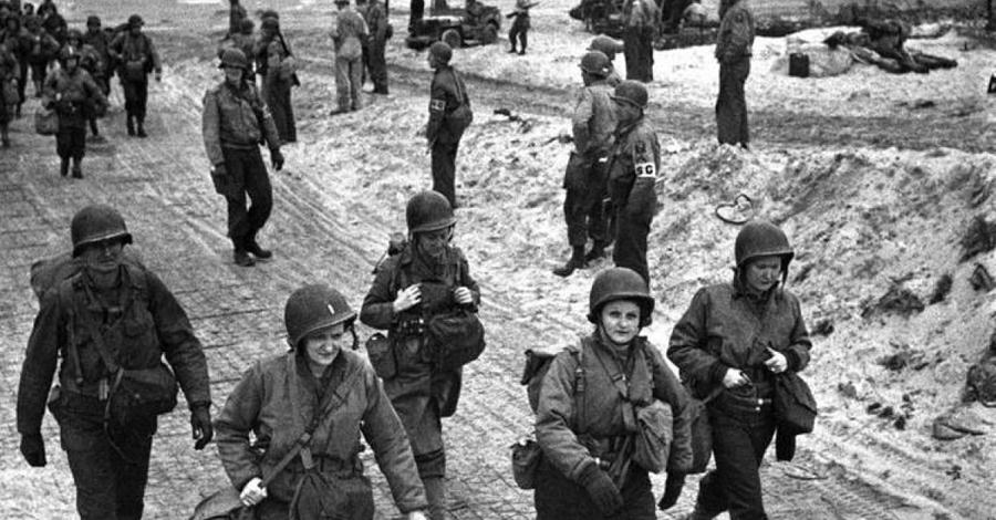 Боевые потери На фронт ушли две тысячи женщин-снайперов и только пятьсот вернулись обратно. После войны девушкам было очень трудно приспособиться к обыденной жизни — но вклад, внесенный этими самоотверженными, смелыми женщинами, мы будем помнить всегда.