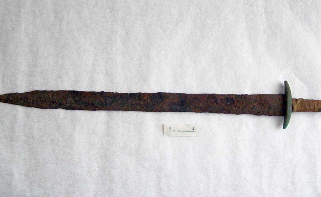 Меч Аттилы Гунны Легендарный повелитель гуннов получил оружие в дар от богов. Свой меч Аттила использовал как символ великого полководца. Считается, что именно этот клинок выставлен в Музее истории Вены.