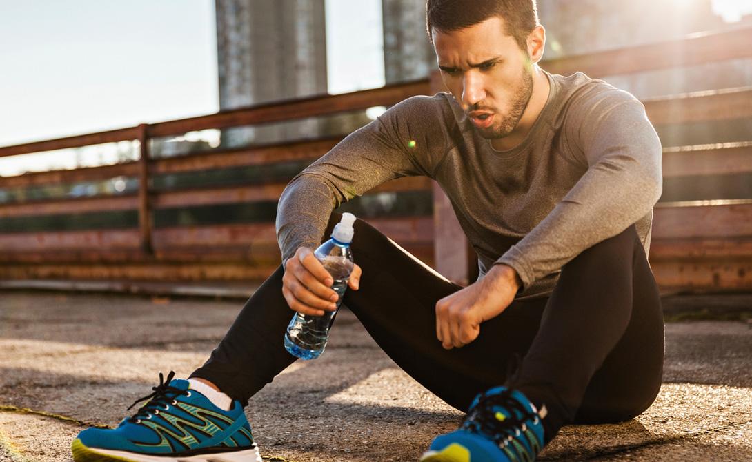 Аэробный тренинг Не нужно забывать и о аэробных нагрузках. Бег, плавание, даже ходьба подойдет. Занимайтесь каждый день и не бойтесь перетренироваться: такие занятия приучат организм потреблять больше кислорода, что позитивно скажется и на силовых тренировках.