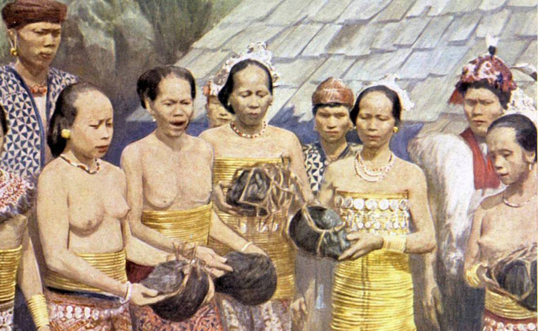 Конец торговле В Новой Зеландии случилось то же самое, что и на Амазонке. Племена, располагавшие современным оружием, кинулись резать друг друга — все для удовлетворения спроса на сушеные головы. В 1831 году губернатор Нового Южного Уэльса, Ральф Дарлинг, наложил вето на торговлю тои моко. С начала века двадцатого большинство стран признали охоту за сушеными головами вне закона.