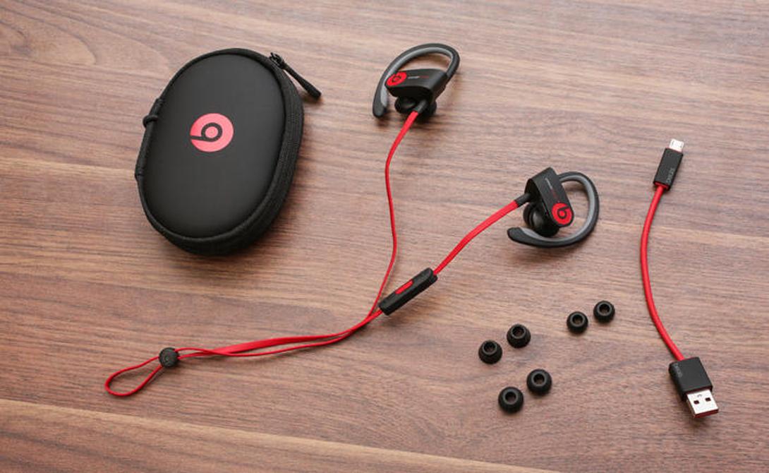 Beats PowerBeats 2 Wireless Спортивные наушники нынче в тренде — с такими удобно гонять хоть на природу, хоть в спортзал. Мы не советуем вам экономить на звуке, какое удовольствие слушать невнятные басы и колючие высокие частоты? PowerBeats 2 Wireless — нормальный выбор за вполне вменяемые деньги.