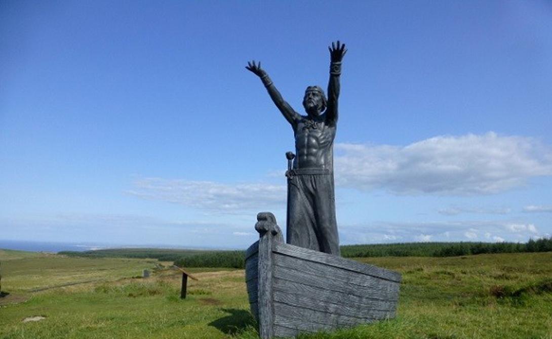 Фрагарах Шотландия Броня не могла остановить удар этого меча, принадлежащего кельтскому богу моря Мананнану МакЛиру. Он выковал Фрагарах из застывшей волны и наделил его силой управлять ветром и пробивать стены вражеских укреплений.