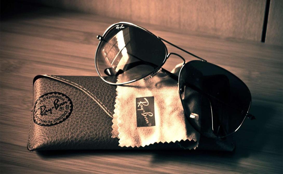 Очки Ray Ban Классические Ray Ban — то, без чего весна будет неполной. Не стоит экономить на хороших очках, ведь такой аксессуар не только подчеркивает общий стиль, но и предохраняет ваши глаза от солнечного света. Подберите что-то, подходящее именно вам — такие очки гарантированно прослужат не один сезон.