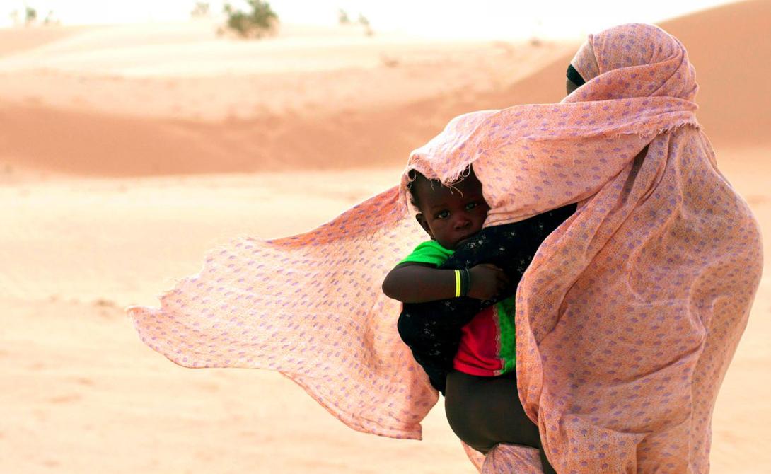 Нуакшот Мавритания Первоначально Нуакшот представлял собой лишь скромное село. Однако, с 1958 года люди превратили его в один из самых больших городов Сахары. Перенаселенность, засухи и бедность наполнили город ужасными трущобами.