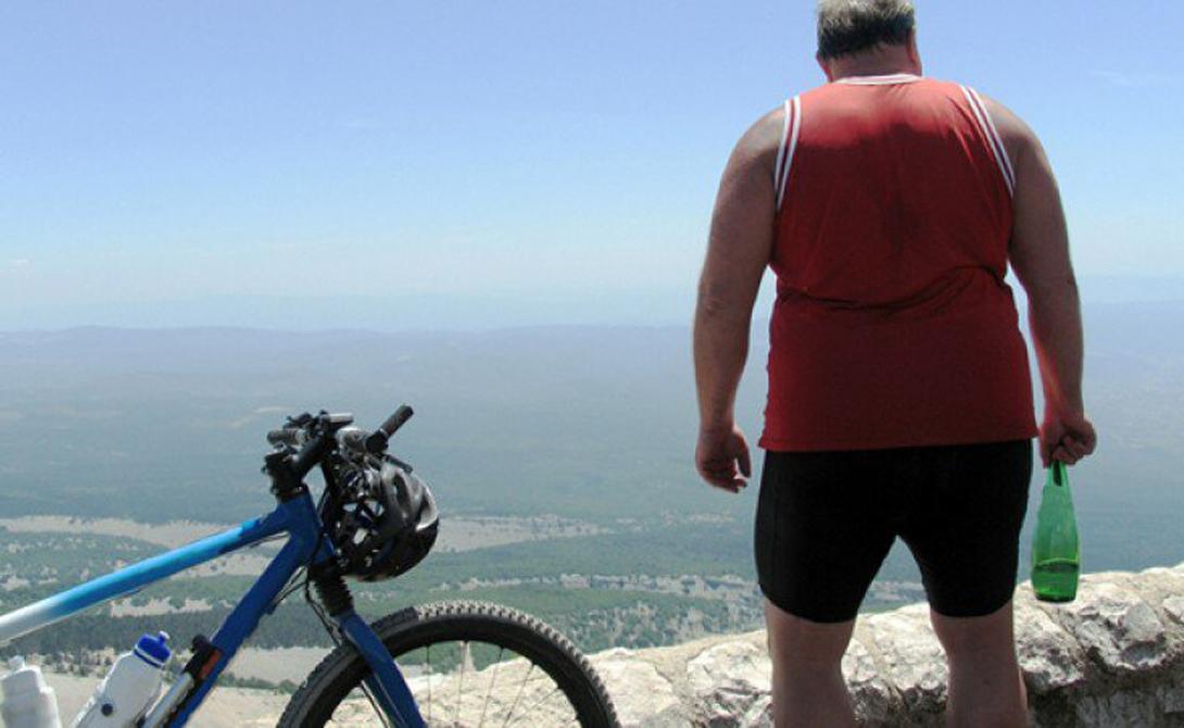 Отправляемся в горы Конечно, мало кому нравится забираться на велосипеде в гору. Это трудное занятие, которое подключает к работе все системы организма, включая сердечно-сосудистую. Зато и плюсов такая тренировка приносит немало: выделяйте пару дней в неделю на хилл-райдинг и увидите результат уже через месяц.