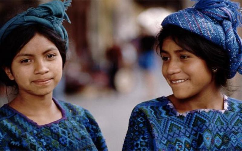Хотя их цивилизация была почти полностью уничтожена, во многих сельских районах Мексики и Гватемалы культура и язык майя сохраняются с завидным упрямством. Вот кто действительно заботится о своих корнях.