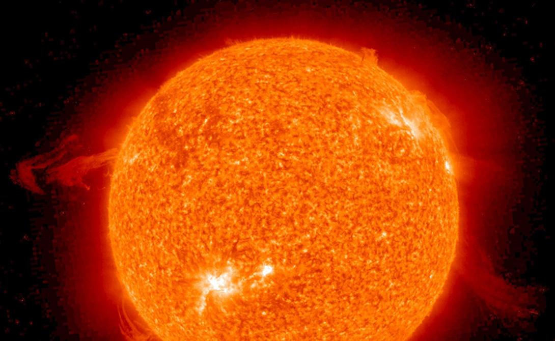 Регуляция Солнца Солнце самостоятельно регулирует состояние собственного ядра. Когда слишком много атомов водорода сталкиваются и слияние происходит при слишком высокой скорости, ядро нагревается и слегка расширяется к внешним слоям. Дополнительное пространство уменьшает плотность атомов и, следовательно, частоту столкновений — ядро начинает охлаждаться, запуская обратный процесс.