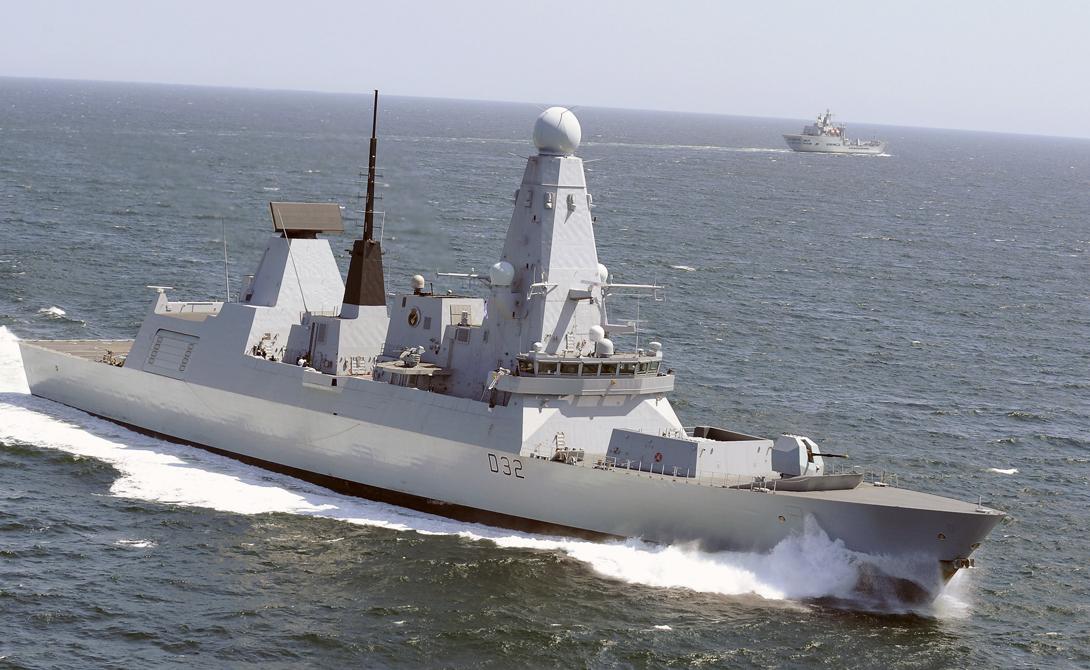 Type 45 DaringДлина: 152 мСтрана: ВеликобританияГод спуска на воду: 2006Тип: миноносецЭскадренные миноносцы типа «Дэринг» считались наиболее современными военными кораблями мира, до спуска на воду американского «Замволта». Запас хода в 5000 морских миль делает Type 45 Daring угрозой для любой страны мира, ведь миноносец с легкостью превращается в мобильную платформу для размещения ПВО.
