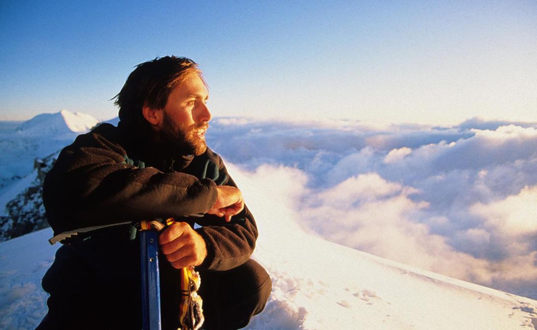 Восхождение во мраке Представьте себе плутание по бездорожью и холоду в полной темноте, когда на каждом шагу подстерегают опасности, а ты даже не понимаешь, куда идешь. Представили? Примерно так себя чувствовал американец Эрик Вейхенмайер, который в 2001 году покорил вершину Эвереста, будучи незрячим. Альпинист потерял зрение еще в 13 лет, но это наоборот подтолкнуло его к покорению новых вершин, причем как в прямом, так и в переносном смысле слова. Эрик стал заниматься вольной борьбой, скалолазанием и несколькими видами спорта, а также поднялся на 7 высочайших гор 7 частей света.