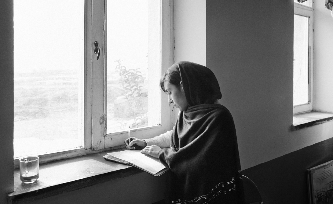 Мина Кешвар Камаль Эта афганская защитница женских прав и свобод не побоялась основать Революционную ассоциацию по правам женщин в одной из самых ортодоксальных стран мира. Мина была убита в 1987 году, но дело ее пытается жить и до сих пор.