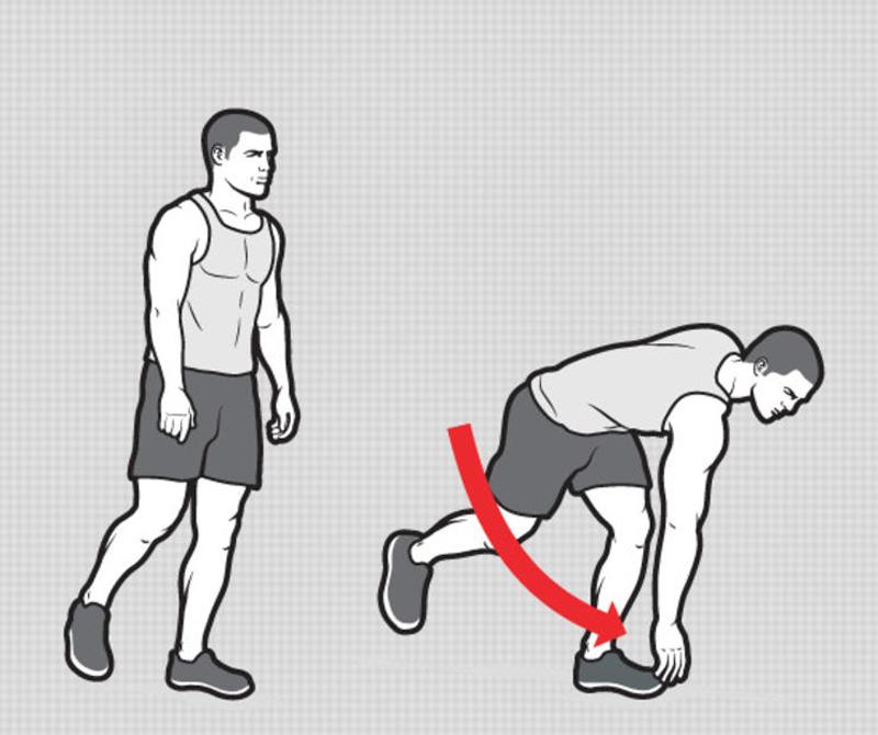 Вращение корпуса с наклоном Перенесите вес на левую ногу, слегка согнув ее в колене. Теперь медленно наклоняйтесь вперед, дотягиваясь правой рукой до левой стопы. Потяните ее на себя, сохраняя равновесие, и возвращайтесь в исходную позицию. Смените ноги — на каждую должно приходиться по 12 повторений, всего делаем стандартные 3 подхода.