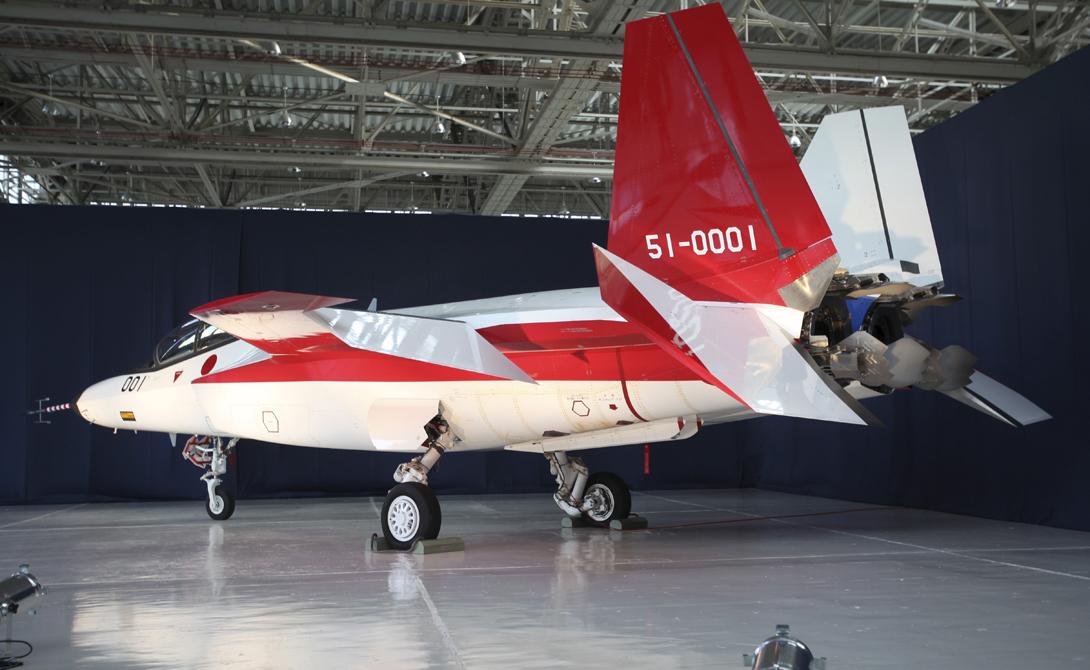 Проведя открытые летные испытания, Япония показывает остальному миру, что ее оборонную промышленность следует принимать всерьез. По словам Такахиро Йошида, представителя Министерства обороны страны, X-2 Синсин обладает очень высокой маневренностью и повышенными стелс-характеристиками, оставляющими позади характеристики самой дорогой машины американцев — реактивных F-35 Lightning II.