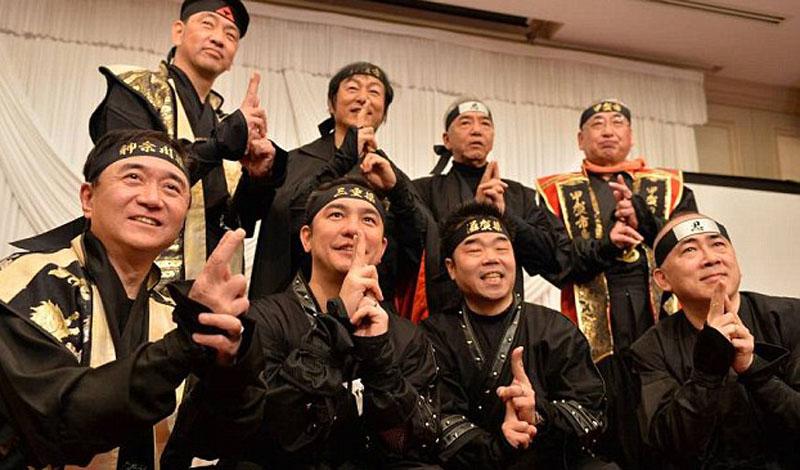 О'Нил, постоянно проживающий в Токио, стал победителем среди 235 претендентов на это место. По его словам, начало приключения стартовало с обычного объявления о найме: вот только в графе профессия значилось «ниндзя».