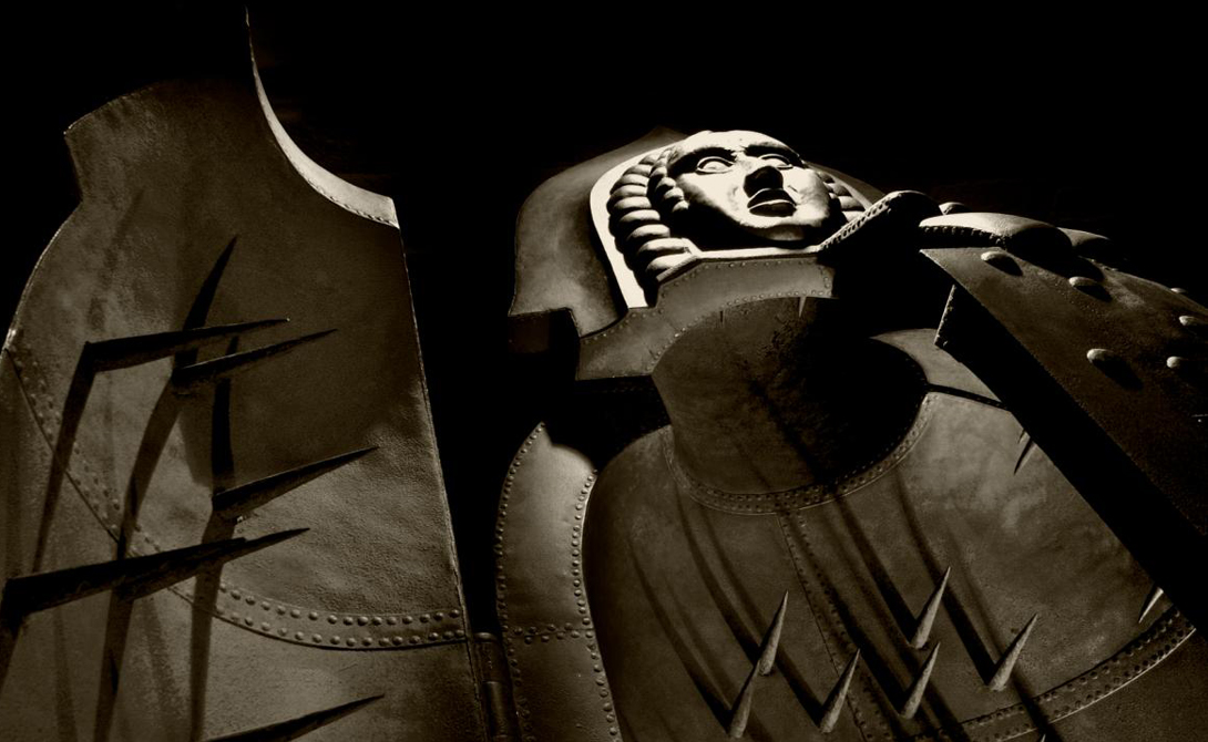 Железная дева Это пыточное устройство выглядит как железный ящик, выстланный внутри шипами. Жертву помещали в Деву и закрывали дверь, пронзая все тело длинными и тонкими остриями. Жизненно важные органы не затрагивались, так что человек умирал долго и очень мучительно.