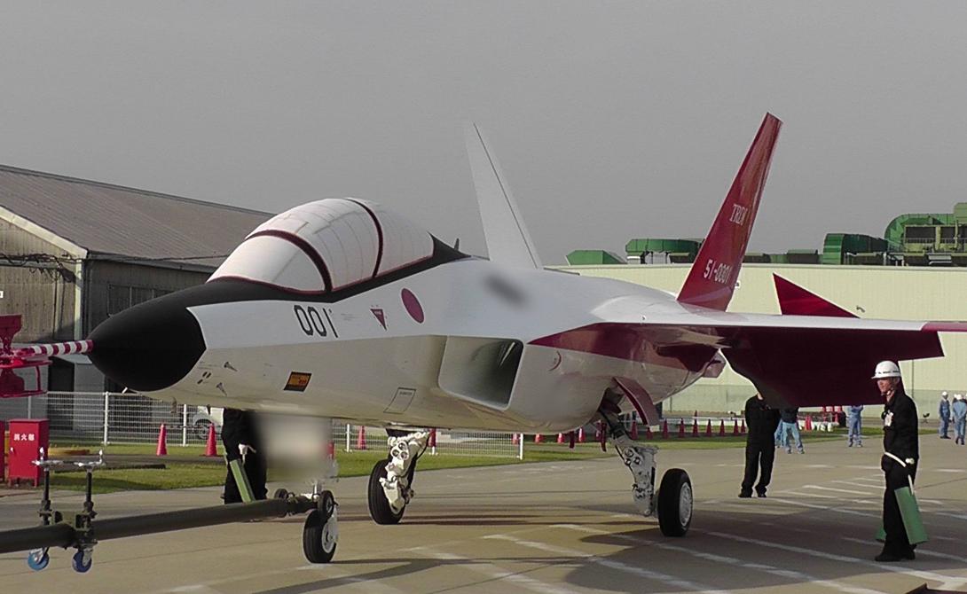 В производстве корпуса самолета использовались стелс-технологии и композиционные материалы. Два турбореактивных двигателя позволят Синсин моментально развивать сверхзвуковую скорость, даже без форсажа.
