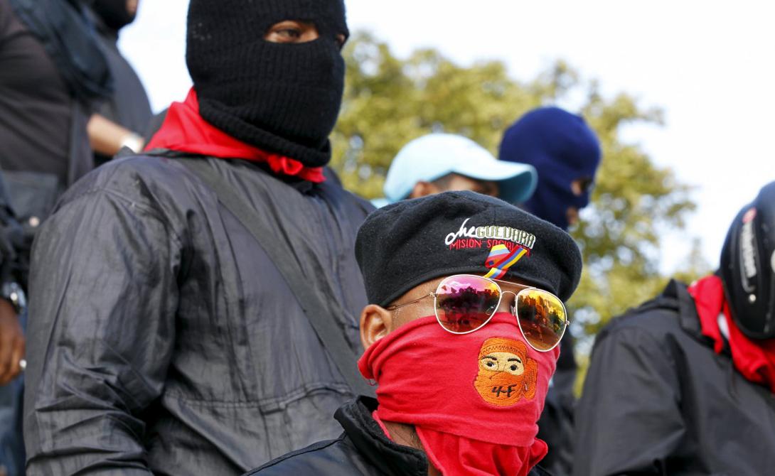Перед вами члены боевой группы из самых низов преступной иерархии. Эти colectivos считают себя защитниками революционного социализма — на деле же занимаются грабежами, убийствами и торговлей наркотиками.