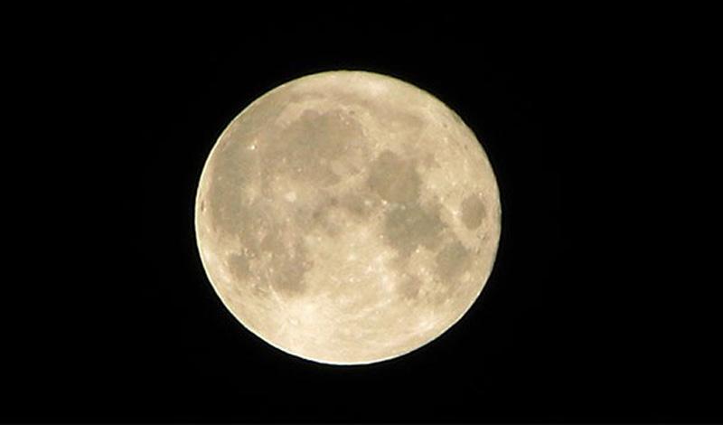 Соединенные Штаты планировали взорвать на Луне ядерную бомбу. Просто для того, чтобы продемонстрировать свою мощь окружающим. По счастью, план так и не был реализован — ученые считают, что это могло привести к катастрофическим последствиям вроде осадков в виде зараженных радиацией метеоритов.