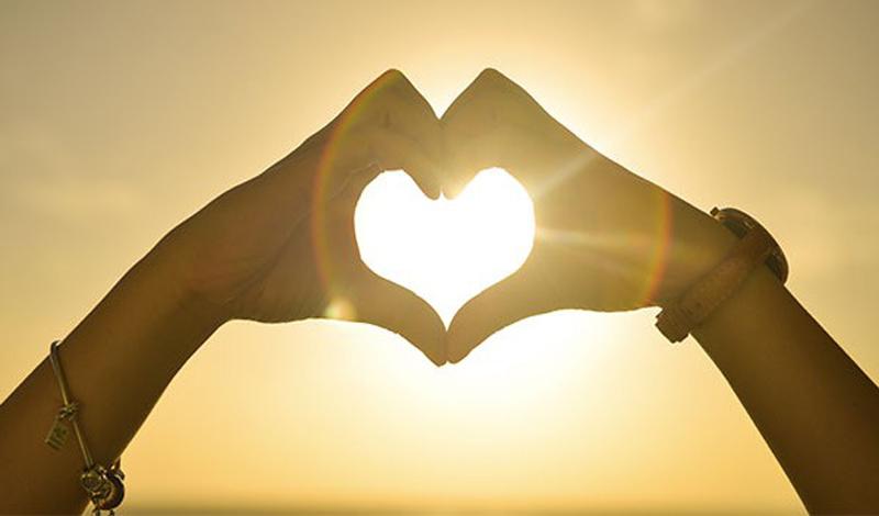 Наркоманы и влюбленные испытывают схожие ощущения: в обоих случаях красавец-мозг высвобождает одни и те же гормоны — дофамин, норадреналин, серотонин.