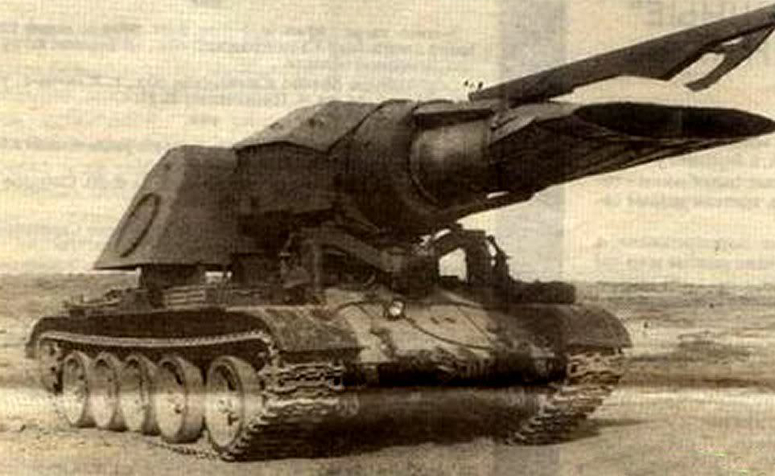 Прогрев-Т Мины стали настоящим бичом сухопутных войск. Советский Союз принялся за разработку специальных тральщиков, способных эффективно и без ущерба расчищать территорию. Самым необычным проектом стал шедевральный Проект-Т, вместо пушки оснащенный двигателем (!) истребителя МиГ-15. Раскаленная реактивная струя вырывалась на дорогу, взрывая все мины в радиусе нескольких метров. Однако расход керосина (полного бака хватало лишь на 6 километров пути) был слишком велик и проект признали нерентабельным.