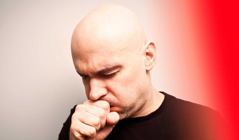 Постоянный кашель Как правило, кашель вовсе не означает рак. Однако затяжные приступы кашля без видимых причин — простуды, аллергии, астмы — уже повод насторожиться. К сожалению, он может сигнализировать о прогрессирующем раке легких. В сопровождении хрипоты — рака горла и гортани. Мы рекомендуем вам проходить онкологические обследования не реже раза в год.