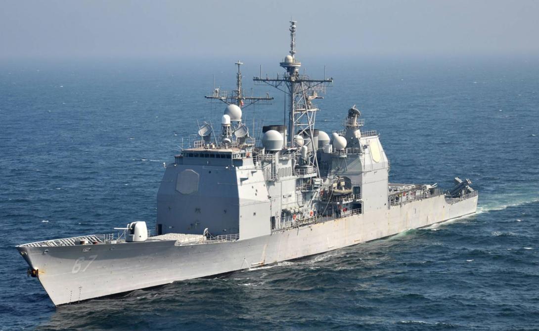 ТикондерогаДлина: 173 мСтрана: СШАГод спуска на воду: 1980Тип: ракетный крейсерОпаснейший противник в любом морском сражении. Ракетные крейсеры класса «Тинкондерога» вооружены парой пусковых установок вертикального пуска, в каждой из которых по 61 ракетной ячейке. Такие суда могут вести бой даже при восьмибалльном волнении, они маневренны, быстры и могут стать настоящей головной болью для крупных авианесущих групп противника.
