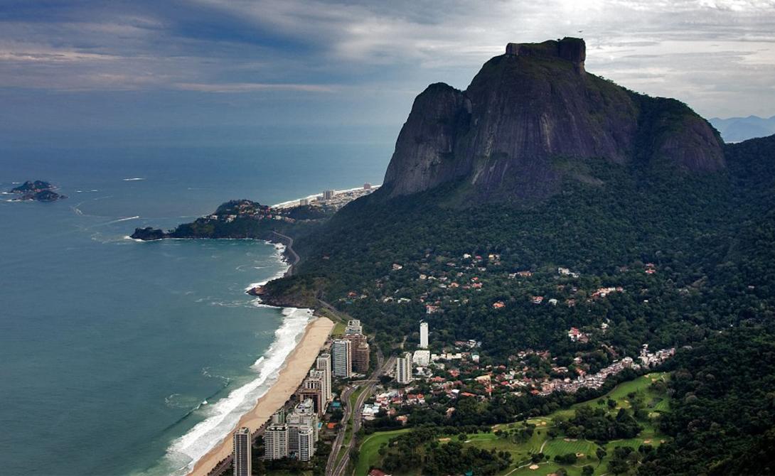 Гора расположена в пределах национального парка Тижука, известного своими тропическими лесами.