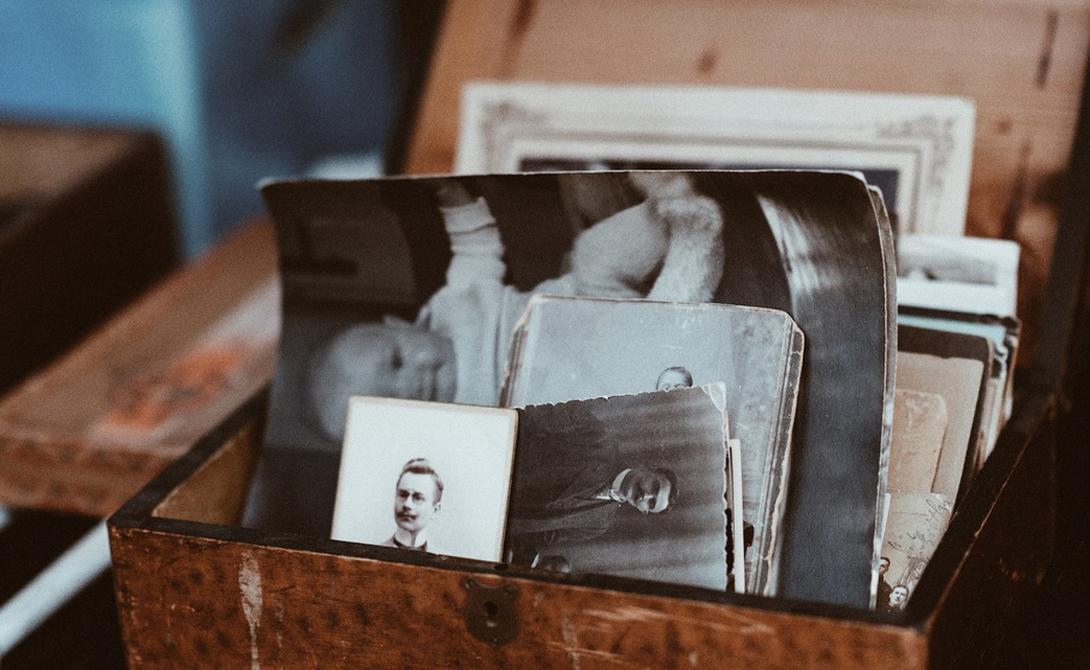 Спасти фотографии Убедитесь, что ваши драгоценные пленочные снимки достанутся внукам: несколько пакетиков силикагеля в фотоальбоме предотвратят конденсацию влаги, которая постепенно портит фотографии.