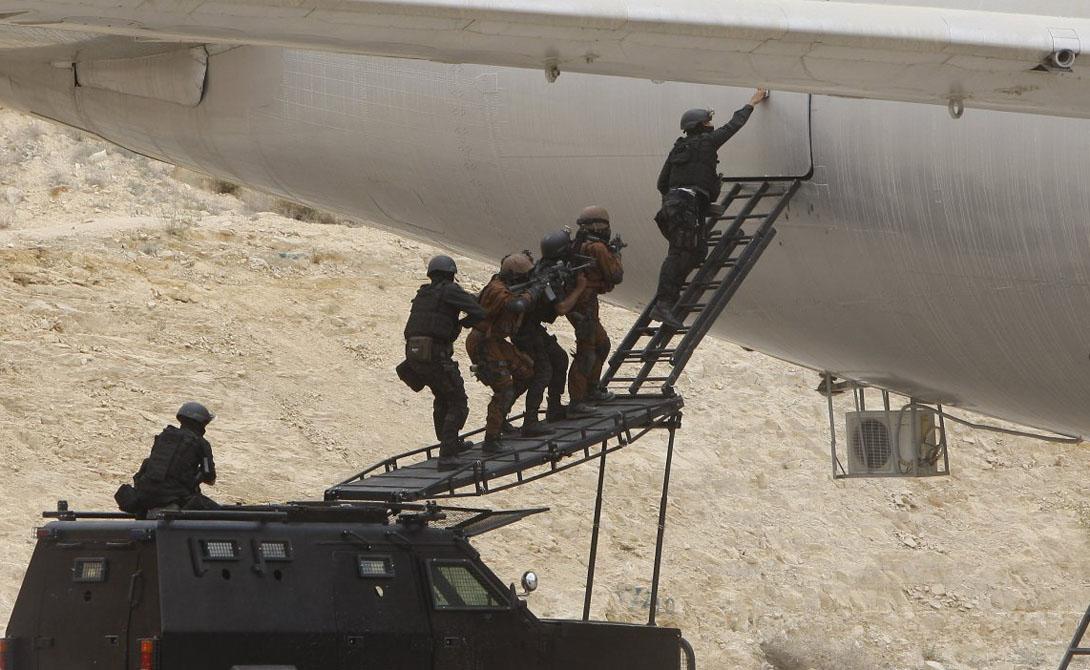 Помимо сугубо силового воздействия, иорданский спецназ — признанный лидер в вопросах сбора разведданных. Внутренняя нестабильность страны и терроризм, угрожающие иорданской монархии, требуют от спецназовцев самых разноплановых умений.