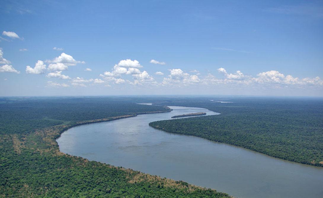 Парана Южная Америка 4 880 километров Восьмая самая длинная в мире река отделяет Парагвай от Бразилии и Аргентины. Из маленького городка Энкарнасьон, расположенного на парагвайской стороне реки, путешественник может увидеть яркие цвета деревянных домов Позадас, что в Аргентине.
