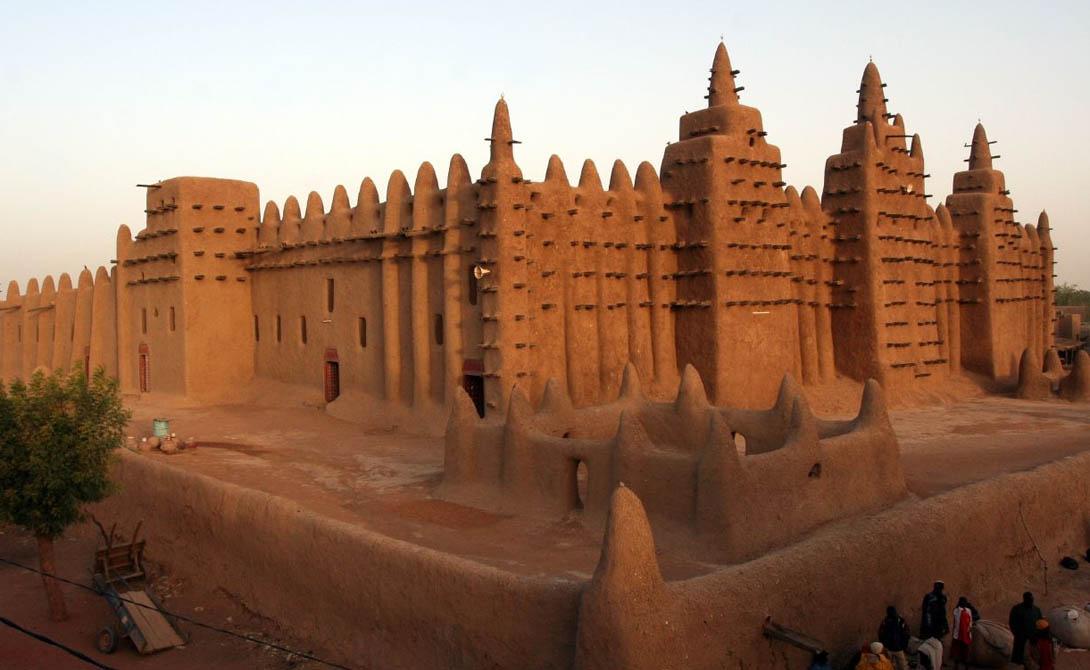 Тимбукту Мали Тимбукту был интеллектуальной и духовной столицей, центром распространения ислама в Африке. Несмотря на то, что реставраторы прилагают все усилия для сохранения величественных памятников города, он медленно приходит в упадок.