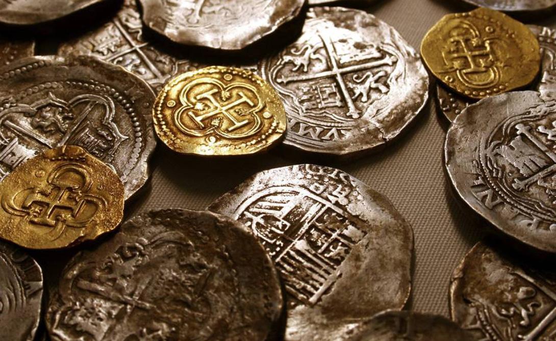 Корабль сокровищ На борту Merchant Royal уже вольготно расположились мешки с золотым запасом, которого хватило бы на постройку целого флота. 1 000 000 фунтов серебра, 404 баров мексиканского серебра, а также, в качестве закуски, более 500 000 золотых монет. На сегодняшний день эта сумма эквивалентна $ 1,2 миллиарду долларов. И что же делают испанские власти? Они предлагают капитану доставить огромную сумму денег — зарплату гарнизону в 30 000 человек, дислоцированных в ближайшей Фландрии.