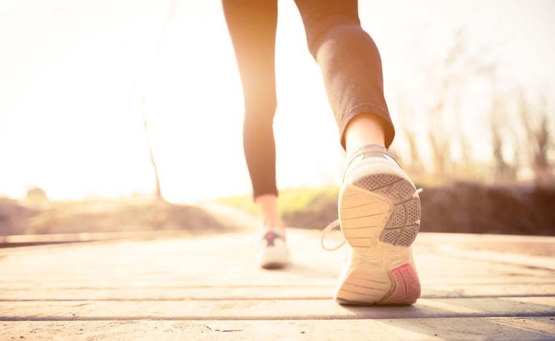 Умеренной нагрузкой ученые считаютне только занятия в спортзале. Оказывается, можно просто посвящать указанное время обычным прогулкам. Судя по результатам исследований, это может стать даже неплохой профилактикой рака.