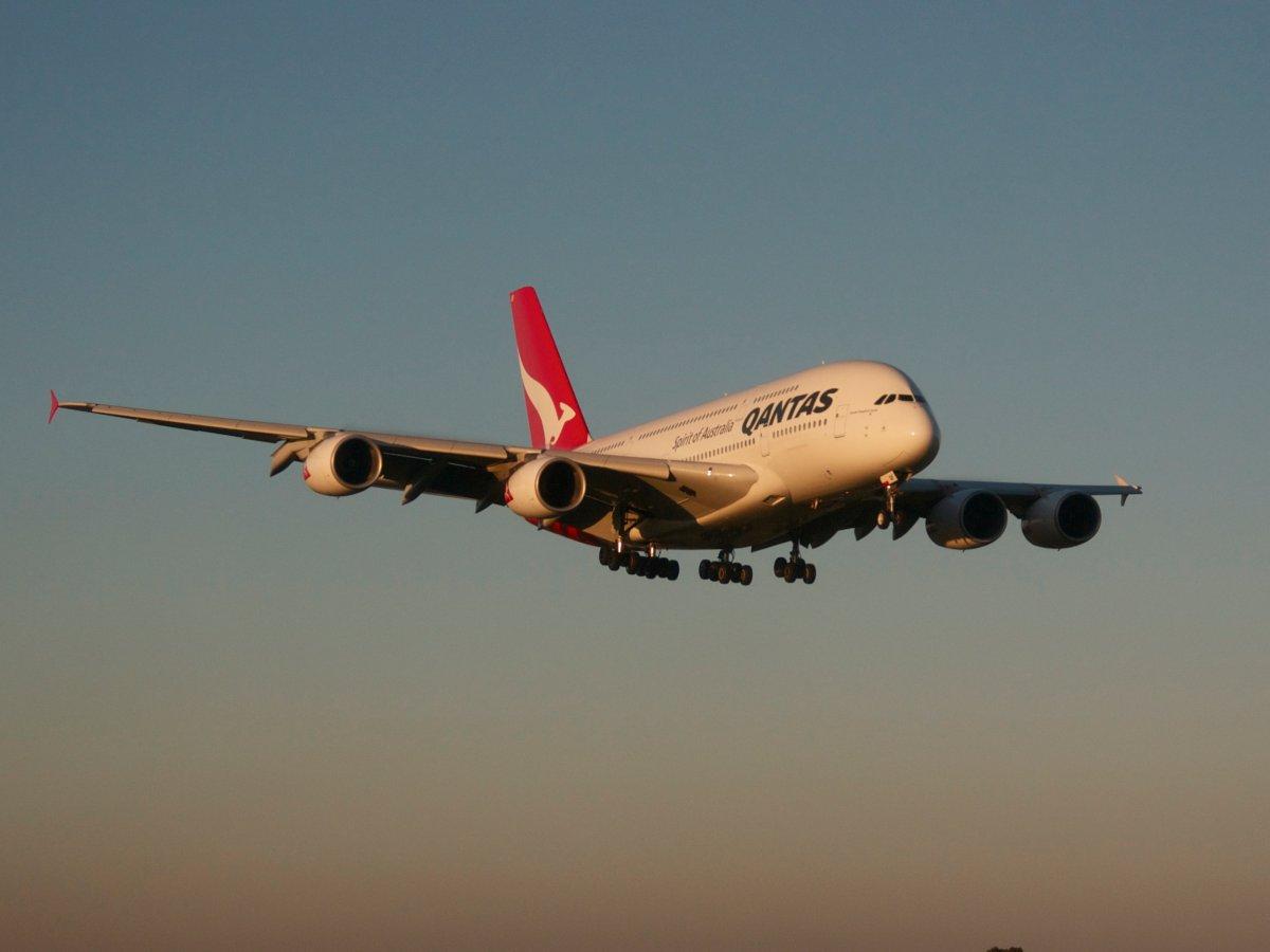 На первое место мы решили поставить австралийских профессионалов из Australia's Qantas. Вся репутация этих ребят базируется на безопасности: 93 года работы без малейших накладок.