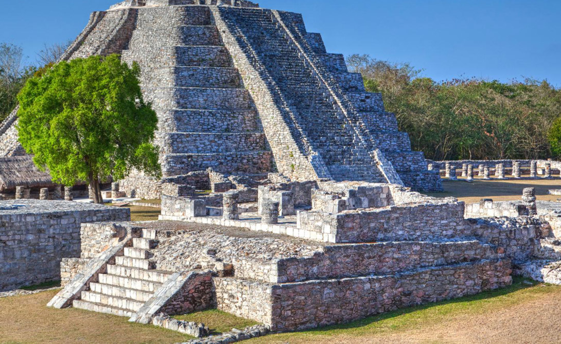 Большинство городов майя пришло в упадок между 850 и 925 годом, что в значительной степени совпадает с данными о вековой засухе. Когда периоды засушья впервые были идентифицированы, исследователи заметили поразительную корреляцию между их сроками и распадом майя.