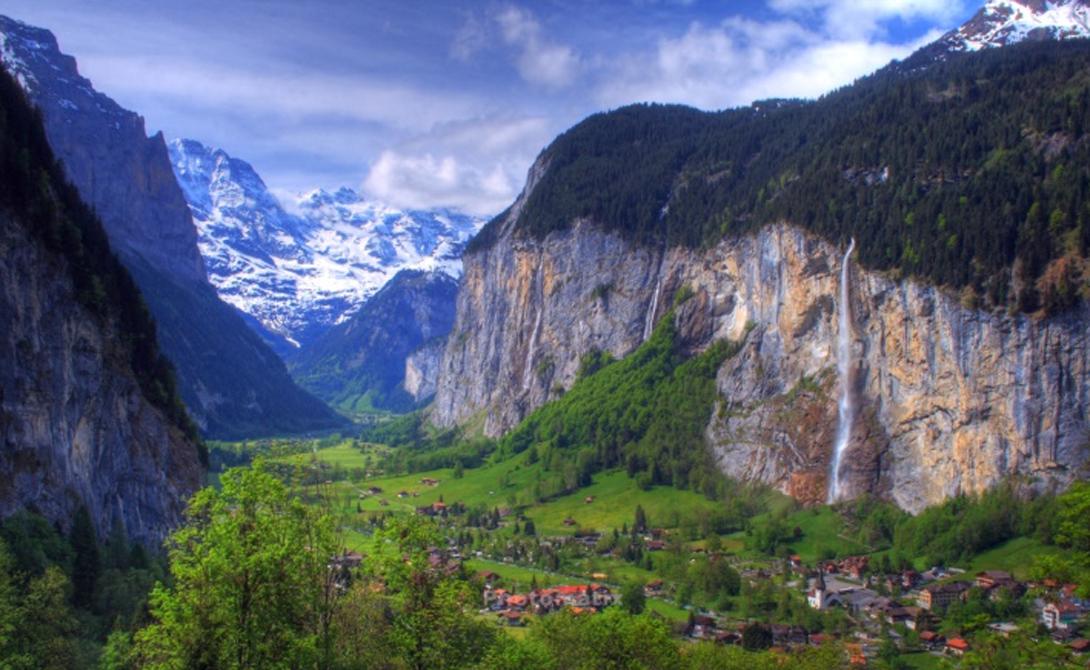 Лаутербруннен Швейцария Эта долина является наиболее важной частью Швейцарских Альп. Она может похвастать скалистыми утесами, удивительными водопадами и бесконечной синевой ледников — перед таким зрелищем не устоять и бывалому туристу.