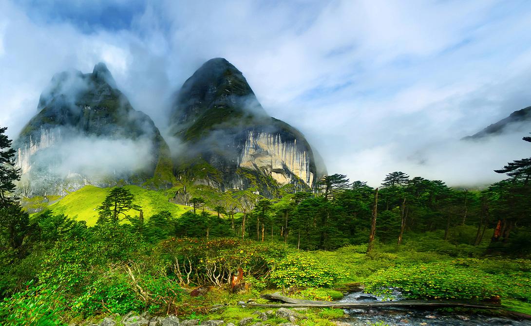 Барун Непал Долина Барун является частью гималайских хребтов и находится на территории национального парка Makalu. С вершин окружающих гор открывается умопомрачительный вид на всю долину, прогулка по которой принесет путешественнику немало приятных эмоций.