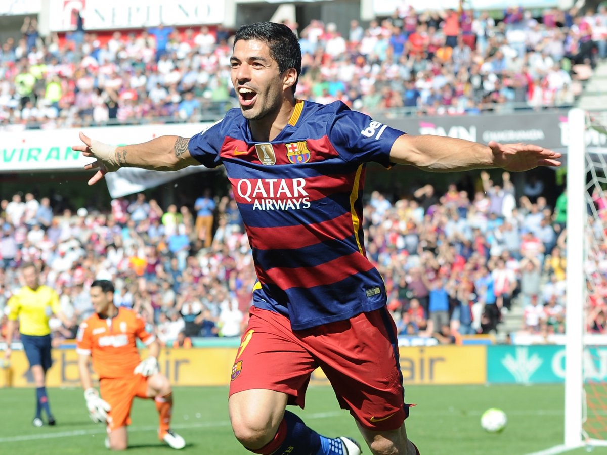Луис Суарес ФутболистВозраст: 29 Какой плодовитый сезон выдался для Суареса на Камп Ноу! Сорок голов в La Liga — и нападающий ФК Барселоны даже не думает прерывать серию побед.