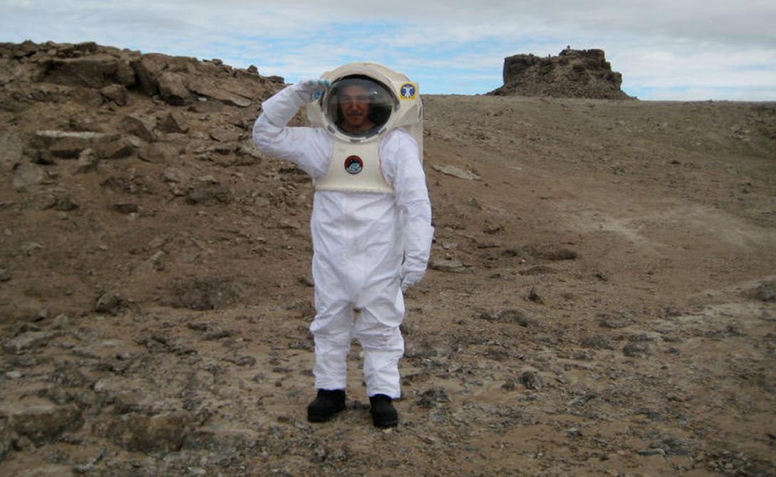 Mars Society управляется и финансируется NASA. Основой базы является научно-исследовательская станция Flashline Mars Arctic Research (FMARS). Она расположена на хребте, прямо над кратером Хотон.