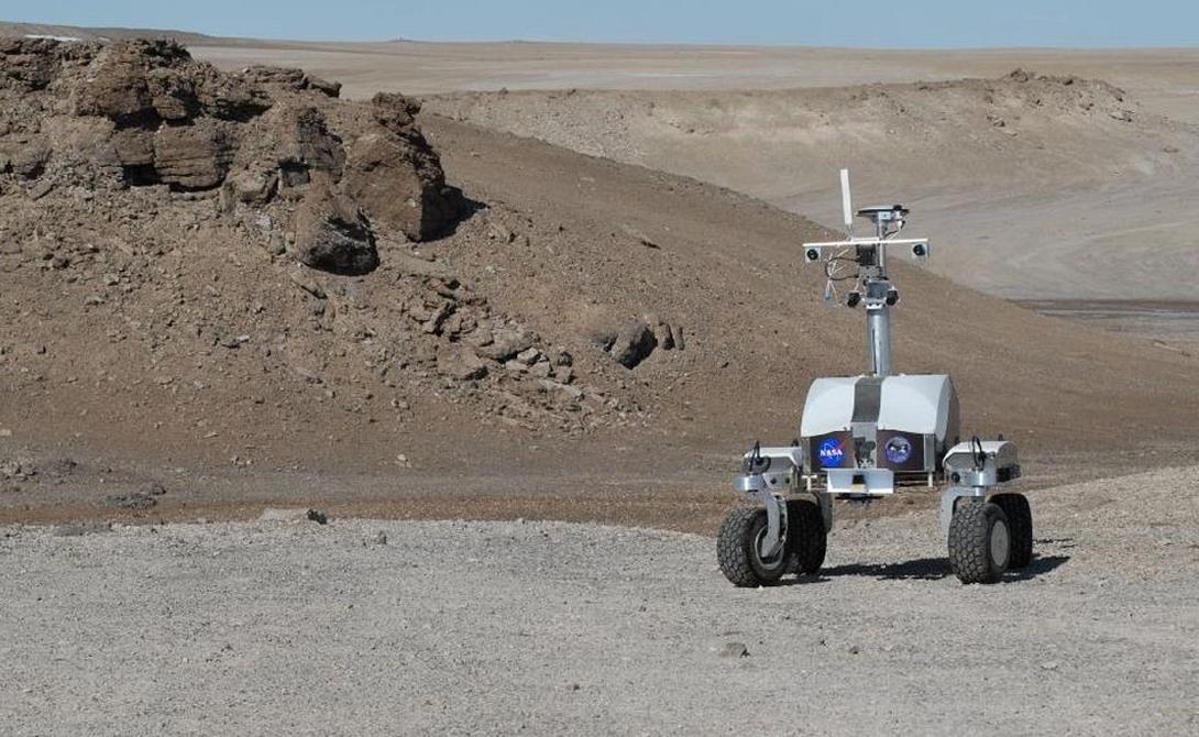 Робот K10 Black на разведке кратера Хотон.