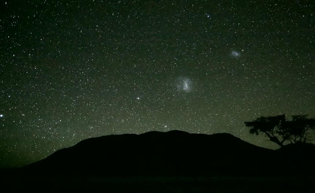 НамибРэнд Намибия, Африка Частный заповедник NamibRand в Намибии признан одним из самых темных мест в Африке, если не в мире. Сюда толпами стекаются любители экотуризма и профессиональные астрономы: в заповеднике есть даже своя обсерватория.