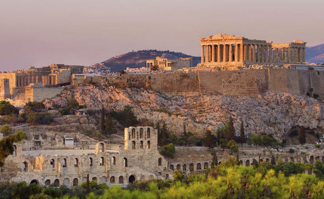 Акрополь Первые здания, сформировавшие Акрополь в Афинах, были разрушены персами около 480 г. до н.э. Полная реконструкция величественного сооружения заняла у греков полсотни лет — но работа того действительно стоила. Изюминкой Акрополя считался знаменитый Парфенон, где когда-то стояла прекрасная статуя Афины, изготовленная из золота и слоновой кости.