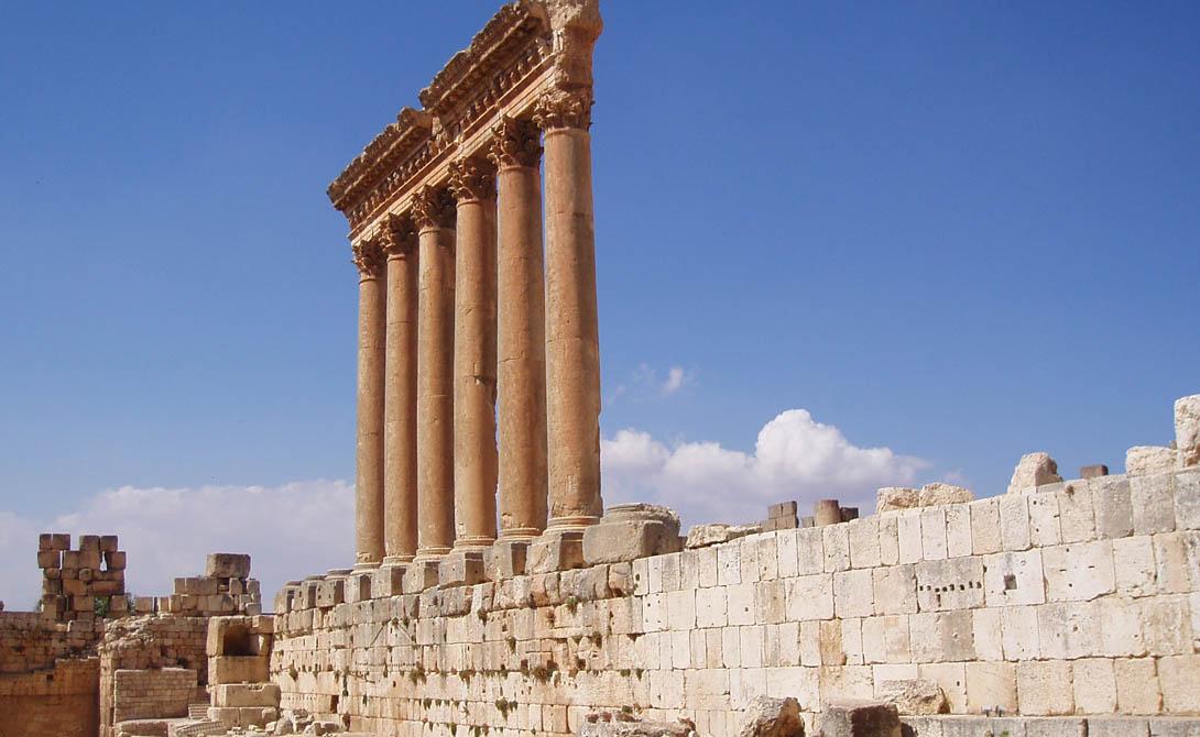 Баальбек Ливан Этот финикийский город, где поклонялись многим божествам, в эллинистический период был известен как Гелиополис. Сейчас Баальбек, с его колоссальными постройками, является одним из лучших образцов Императорской римской архитектуры в пик ее расцвета.