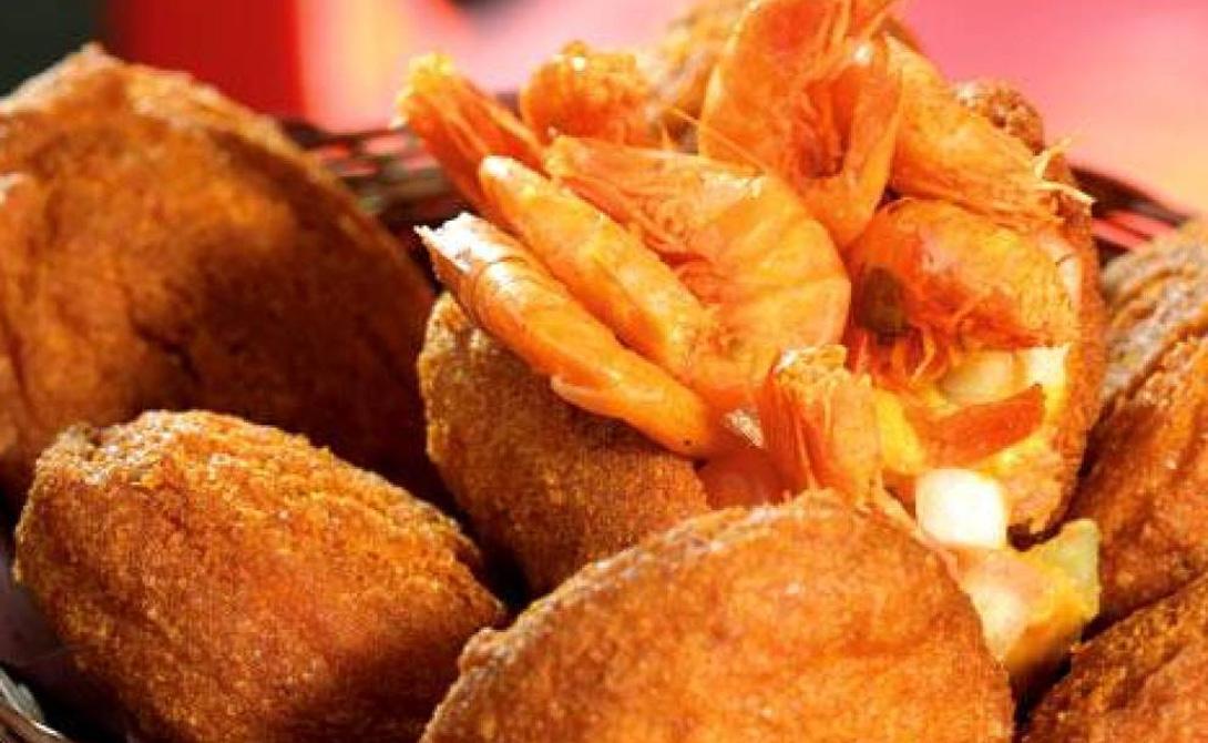 Превосходная еда Местные блюда прекрасны. Даже еда, которую можно найти на тележках уличных торговцев, превосходит все ожидания. Креветки с картофелем фри, приготовленные фирменным способом, сочное мясо, овощи — остаться в Рио стоит хотя бы ради кухни.