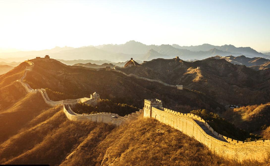 Великая Китайская стена Китайский император Цинь Ши Хуан поручил начать строительство сооружения, превратившегося в Великую Китайскую стену. Протяженность этой монументальной конструкции превышает 10 000 километров.