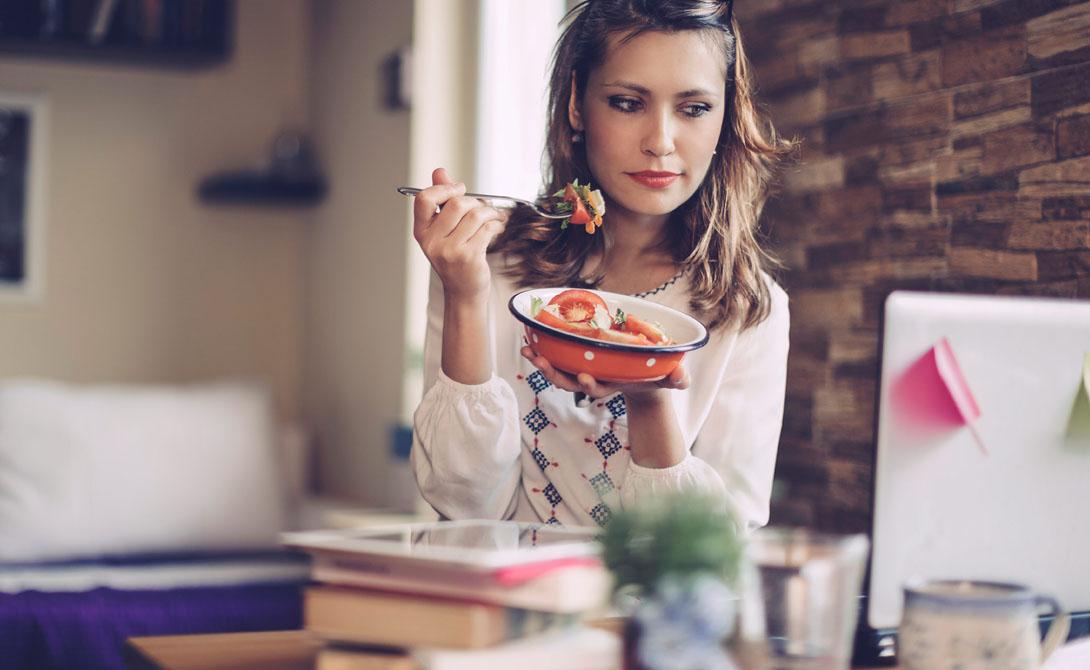 Длинные перерывы Человек должен есть каждые 4-5 часов. Питание по графику позволяет вашему телу полностью переваривать сложные углеводы и белки, которые могут помочь поддерживать здоровый метаболизм. Убедитесь в том, что все ваши блюда хорошо сбалансированы и содержат продукты, богатые питательными веществами. Рацион должен включать в себя хлеб из цельного зерна, фрукты, овощи, молочные продукты и мясо.