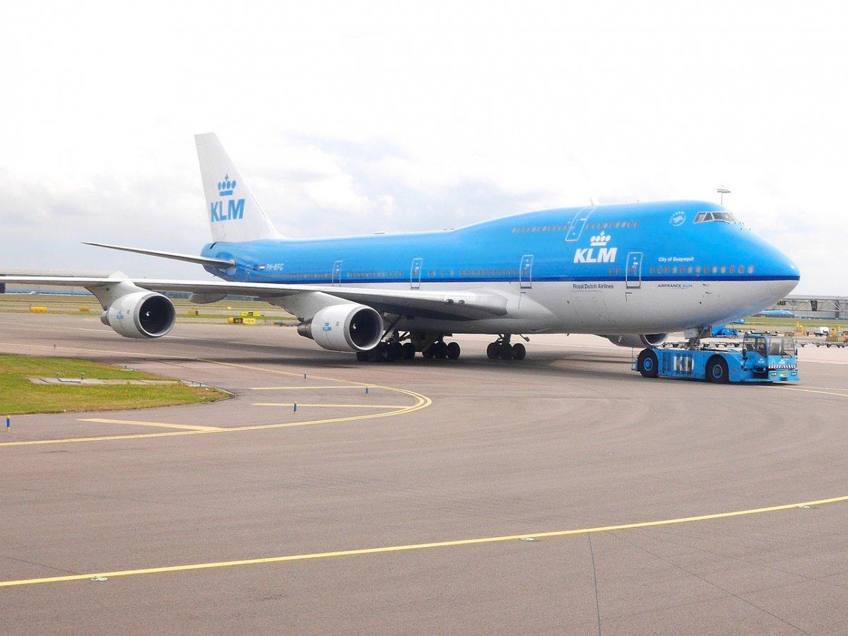 KLM и Air France объединились в 2004 году, но продолжают работать под разными брендами. KLM является одной из старейших и наиболее уважаемых компаний в авиационной отрасли. У компании не было ни одной катастрофы за последние сорок лет.
