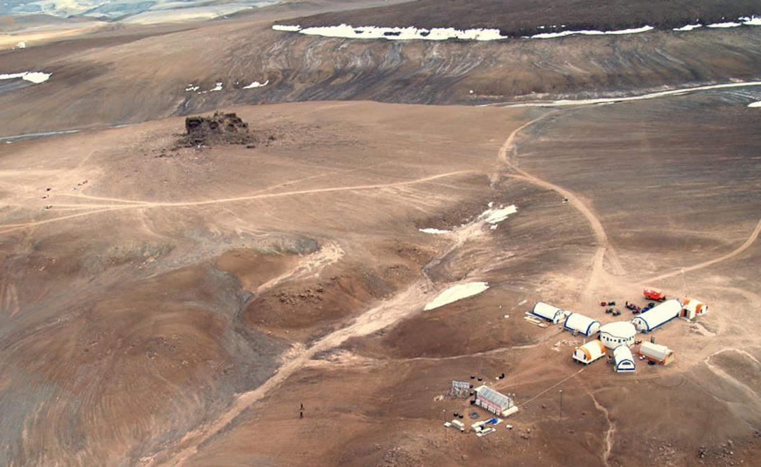 Бесплодная местность острова Девон, чрезвычайно низкая температура, изоляция и удаленность от цивилизации дают ученым NASA целый ряд уникальных возможностей испытать космическое оборудование на Земле.