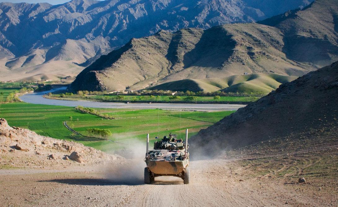 Афганистан Продолжительность жизни: 47.32 года Афганистан печально известен как один из самых разрушенных войной регионов в мире. Система здравоохранения страны практически полностью развалена. В связи с этим по экспоненте растет материнская и детская смертность. Кроме того, здесь до сих пор идут военные действия, а количество пострадавших от противопехотных мин исчисляется десятками тысяч.